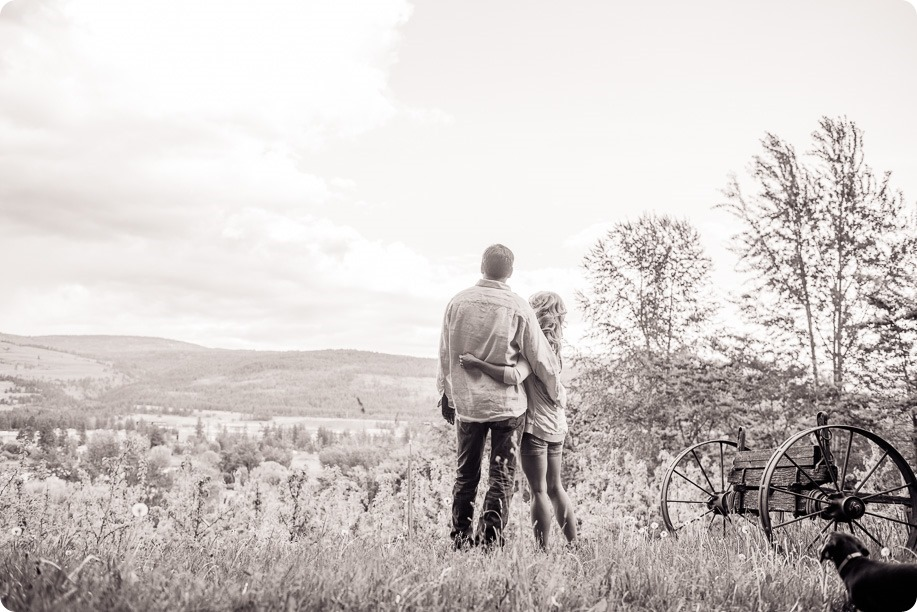 farm-engagement-session_dachshund-dogs_Okanagan_70_by-Kevin-Trowbridge