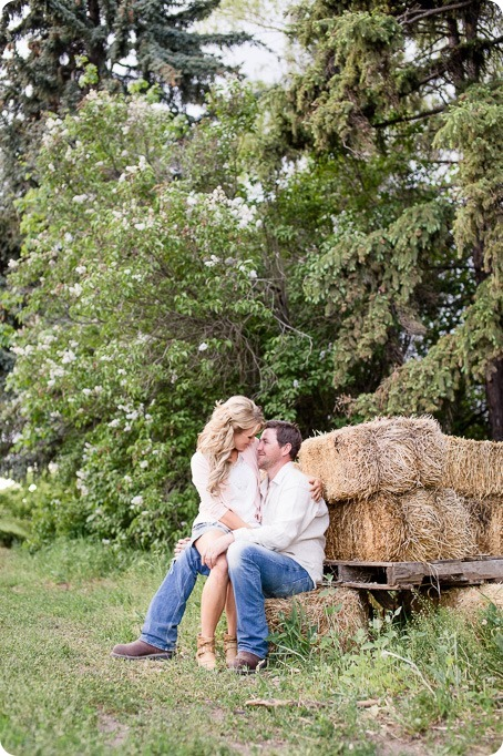 farm-engagement-session_dachshund-dogs_Okanagan_84_by-Kevin-Trowbridge
