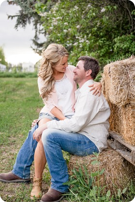 farm-engagement-session_dachshund-dogs_Okanagan_85_by-Kevin-Trowbridge