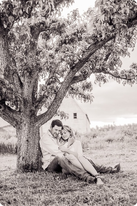 farm-engagement-session_dachshund-dogs_Okanagan_88_by-Kevin-Trowbridge