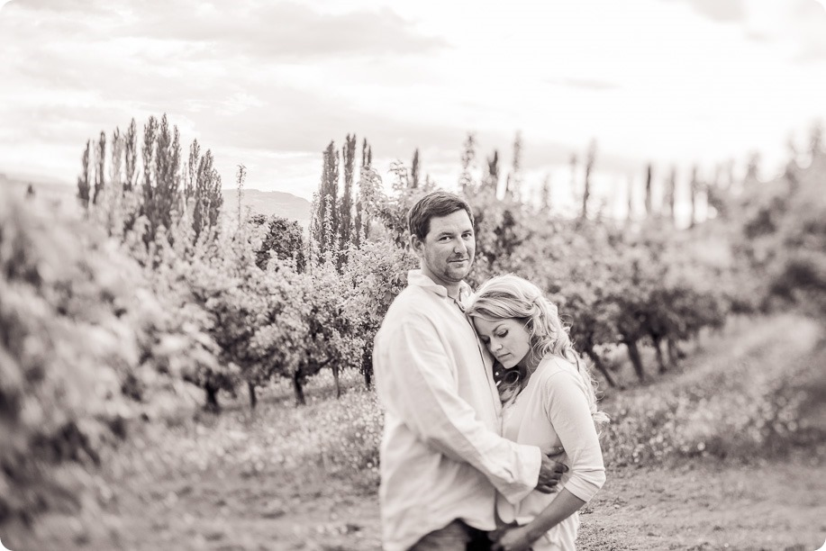 farm-engagement-session_dachshund-dogs_Okanagan_94_by-Kevin-Trowbridge