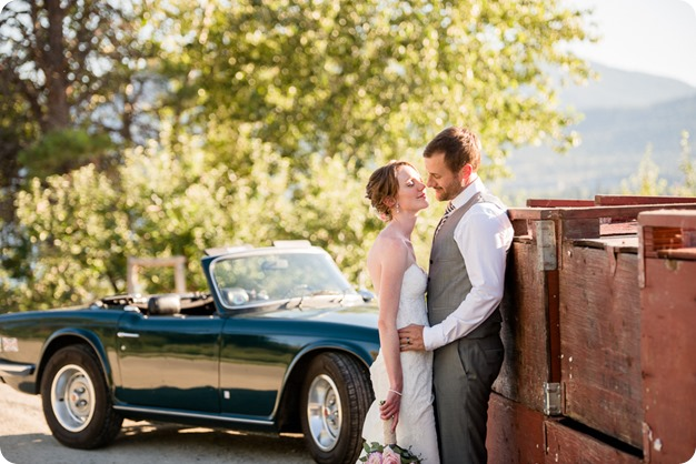 Naramata-wedding-photography_Apple-DOr_vineyard_151_by-Kevin-Trowbridge