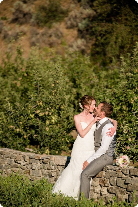 Naramata-wedding-photography_Apple-DOr_vineyard_162_by-Kevin-Trowbridge