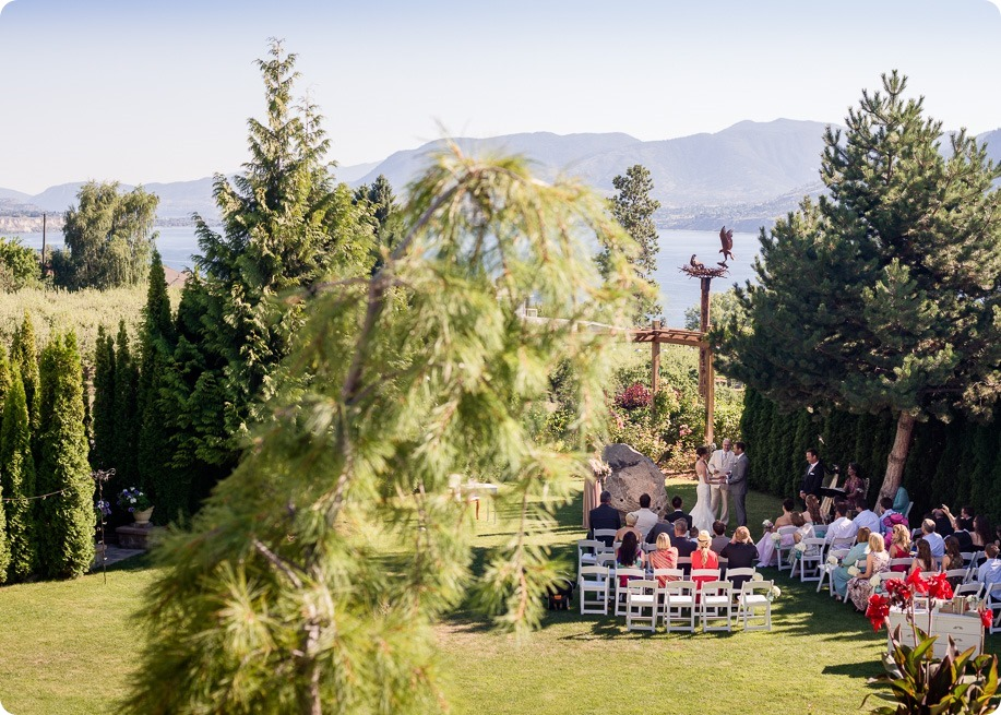 Naramata-wedding-photography_Apple-DOr_vineyard_85_by-Kevin-Trowbridge
