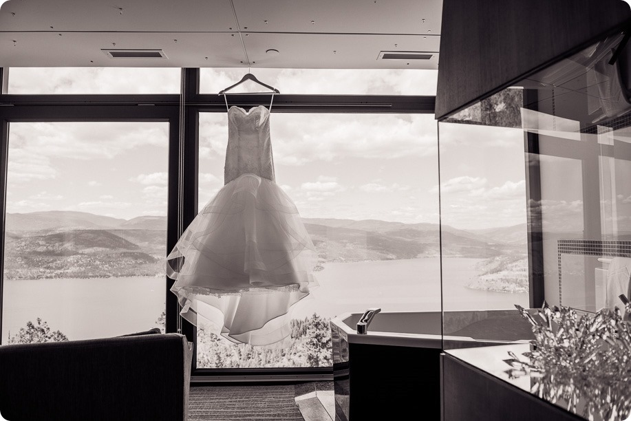Sparkling-Hill-wedding_Okanagan_08_by-Kevin-Trowbridge