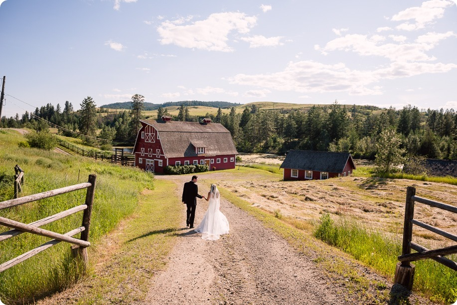 Sparkling-Hill-wedding_Okanagan_106_by-Kevin-Trowbridge