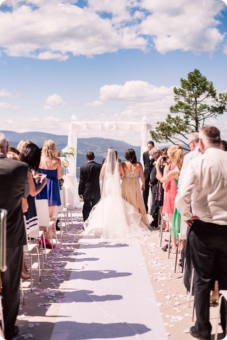 Sparkling-Hill-wedding_Okanagan_49_by-Kevin-Trowbridge
