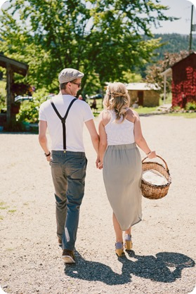 Vintage-Farmers-Market-engagement-session_Caravan-Theatre-Armstrong_01_by-Kevin-Trowbridge