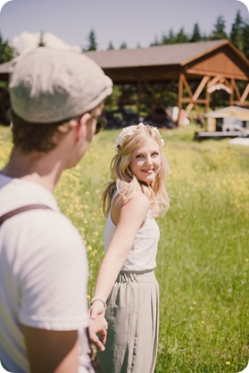 Vintage-Farmers-Market-engagement-session_Caravan-Theatre-Armstrong_07_by-Kevin-Trowbridge