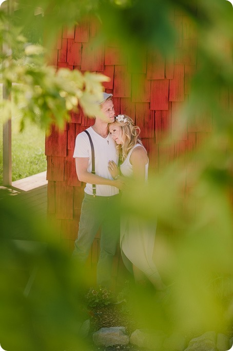 Vintage-Farmers-Market-engagement-session_Caravan-Theatre-Armstrong_147_by-Kevin-Trowbridge
