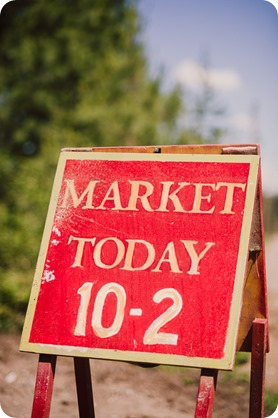 Vintage-Farmers-Market-engagement-session_Caravan-Theatre-Armstrong_150_by-Kevin-Trowbridge