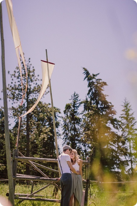 Vintage-Farmers-Market-engagement-session_Caravan-Theatre-Armstrong_16_by-Kevin-Trowbridge