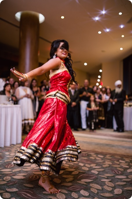 Henna-party_Indian-wedding-Maiyan_Sparkling-Hill-dancing_79_by-Kevin-Trowbridge