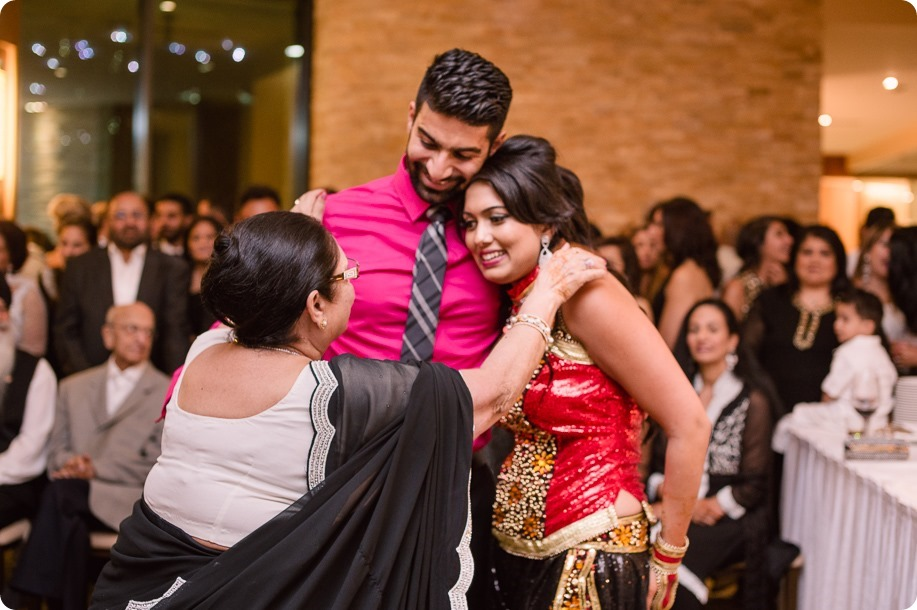 Henna-party_Indian-wedding-Maiyan_Sparkling-Hill-dancing_88_by-Kevin-Trowbridge