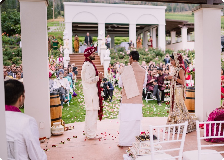 Hindu-wedding-ceremony_Kelowna_Cedar-Creek_Sparkling-Hill_100_by-Kevin-Trowbridge
