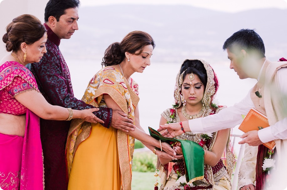 Hindu-wedding-ceremony_Kelowna_Cedar-Creek_Sparkling-Hill_127_by-Kevin-Trowbridge