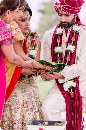 Hindu-wedding-ceremony_Kelowna_Cedar-Creek_Sparkling-Hill_129_by-Kevin-Trowbridge