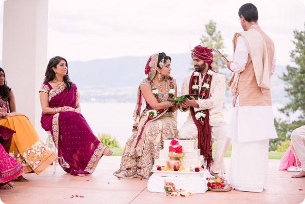 Hindu-wedding-ceremony_Kelowna_Cedar-Creek_Sparkling-Hill_132_by-Kevin-Trowbridge