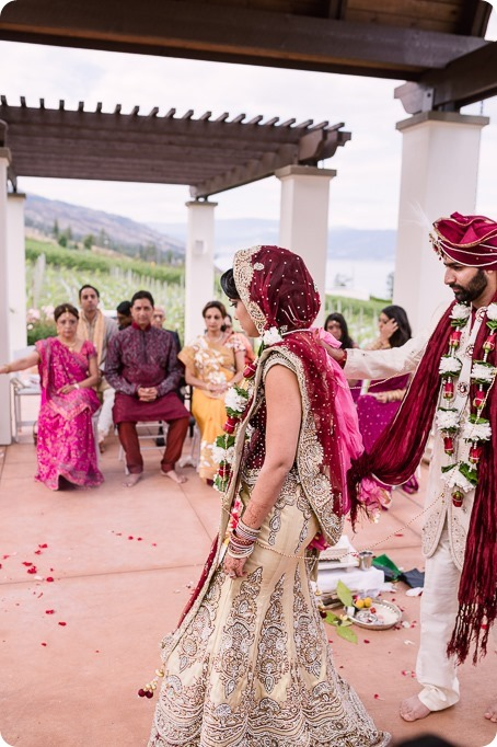Hindu-wedding-ceremony_Kelowna_Cedar-Creek_Sparkling-Hill_143_by-Kevin-Trowbridge