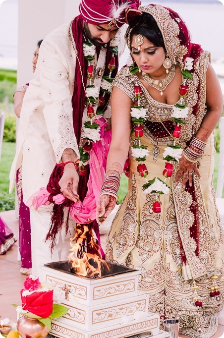 Hindu-wedding-ceremony_Kelowna_Cedar-Creek_Sparkling-Hill_149_by-Kevin-Trowbridge