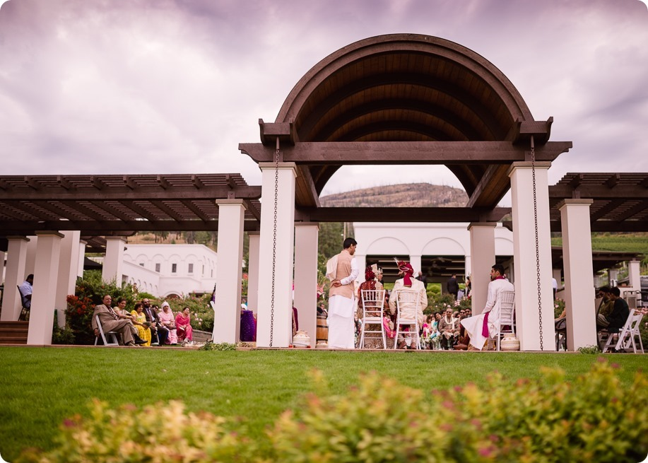 Hindu-wedding-ceremony_Kelowna_Cedar-Creek_Sparkling-Hill_191_by-Kevin-Trowbridge