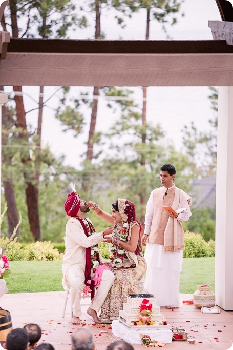 Hindu-wedding-ceremony_Kelowna_Cedar-Creek_Sparkling-Hill_193_by-Kevin-Trowbridge