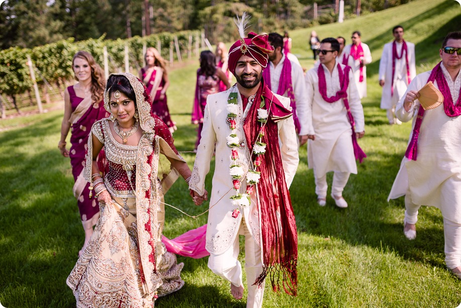 Hindu-wedding-ceremony_Kelowna_Cedar-Creek_Sparkling-Hill_209_by-Kevin-Trowbridge