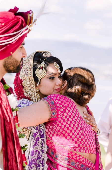 Hindu-wedding-ceremony_Kelowna_Cedar-Creek_Sparkling-Hill_212_by-Kevin-Trowbridge