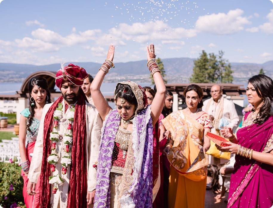 Hindu-wedding-ceremony_Kelowna_Cedar-Creek_Sparkling-Hill_221_by-Kevin-Trowbridge