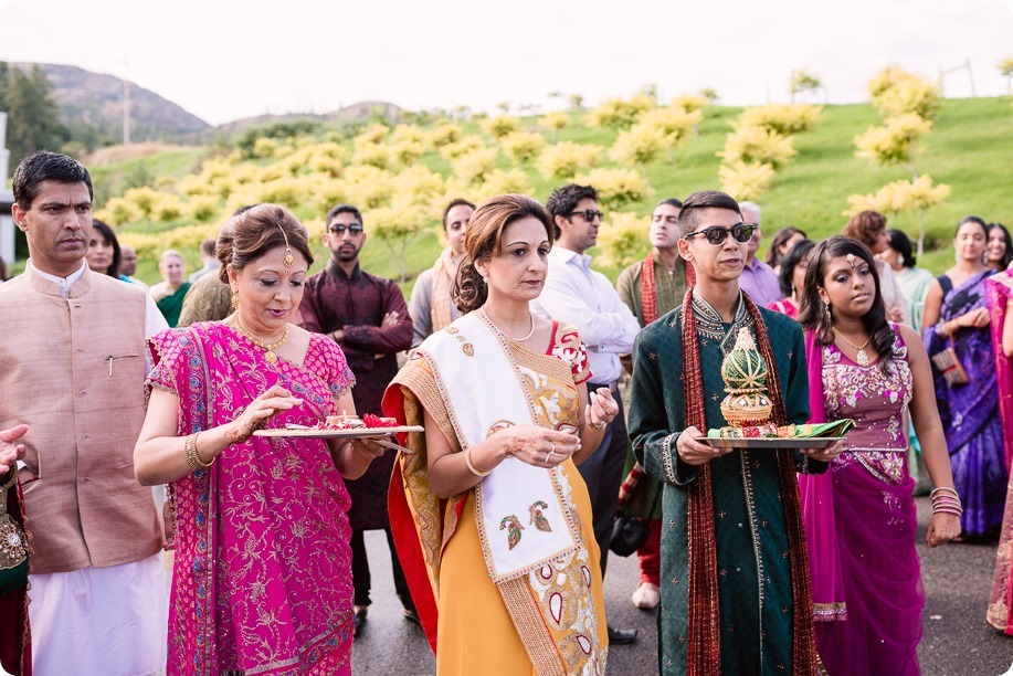 Hindu-wedding-ceremony_Kelowna_Cedar-Creek_Sparkling-Hill_42_by-Kevin-Trowbridge