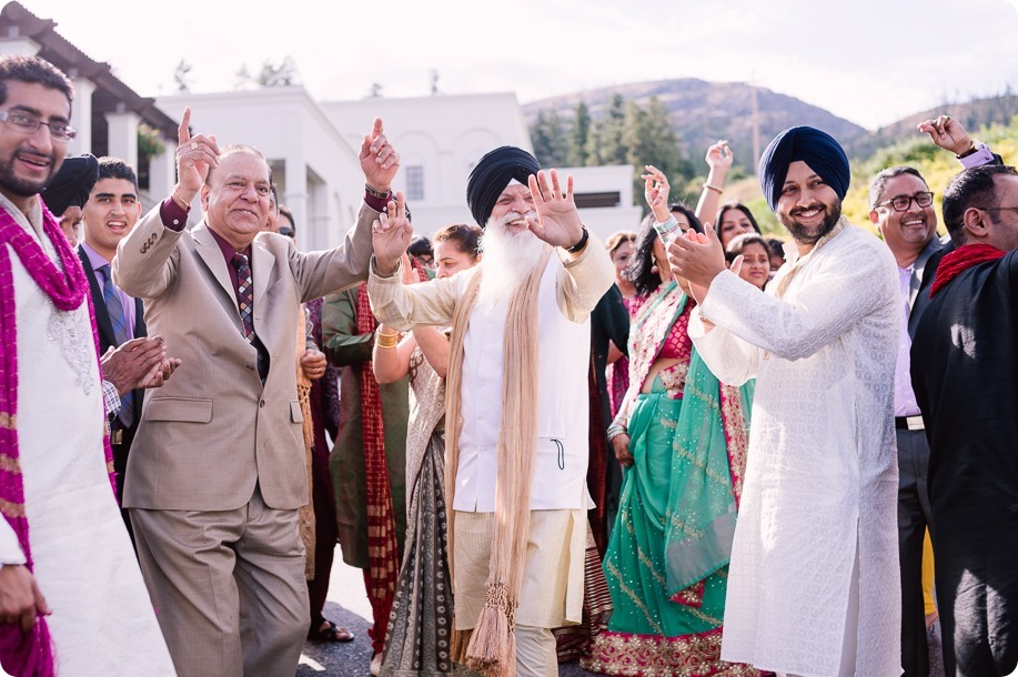 Hindu-wedding-ceremony_Kelowna_Cedar-Creek_Sparkling-Hill_56_by-Kevin-Trowbridge