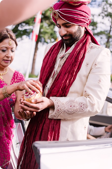 Hindu-wedding-ceremony_Kelowna_Cedar-Creek_Sparkling-Hill_61_by-Kevin-Trowbridge
