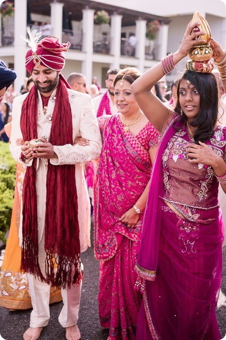 Hindu-wedding-ceremony_Kelowna_Cedar-Creek_Sparkling-Hill_71_by-Kevin-Trowbridge
