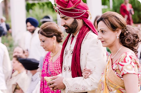 Hindu-wedding-ceremony_Kelowna_Cedar-Creek_Sparkling-Hill_88_by-Kevin-Trowbridge