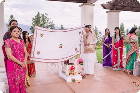 Hindu-wedding-ceremony_Kelowna_Cedar-Creek_Sparkling-Hill_91_by-Kevin-Trowbridge
