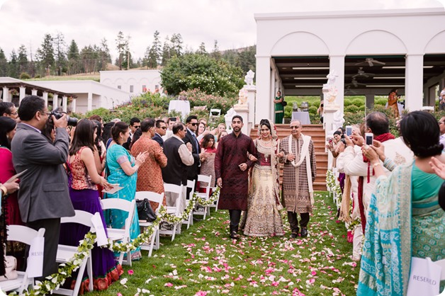 Hindu-wedding-ceremony_Kelowna_Cedar-Creek_Sparkling-Hill_95_by-Kevin-Trowbridge