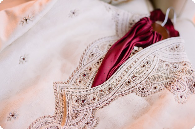 Hindu-wedding-ceremony_Kelowna_Cedar-Creek_Sparkling-Hill_grooms-turban_01_by-Kevin-Trowbridge