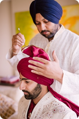 Hindu-wedding-ceremony_Kelowna_Cedar-Creek_Sparkling-Hill_grooms-turban_11_by-Kevin-Trowbridge