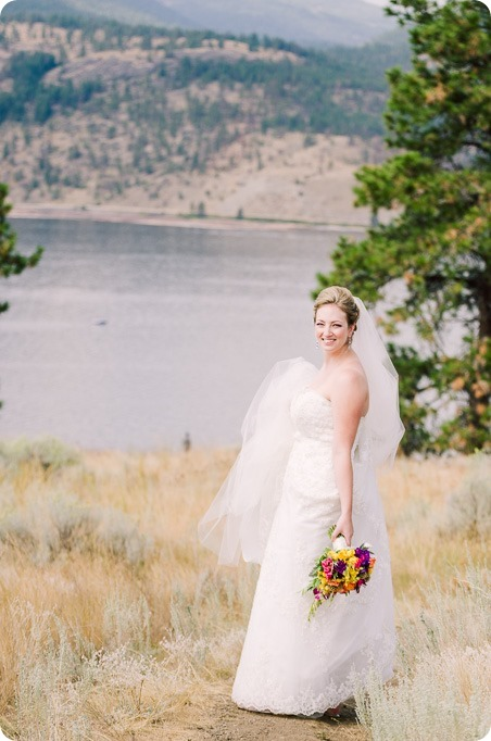 Kelowna-wedding-photographer_Harvest-Golf-Club_colourful-decor-theme_2749_by-Kevin-Trowbridge