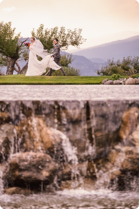 Kelowna-wedding-photographer_Harvest-Golf-Club_colourful-decor-theme_40328_by-Kevin-Trowbridge