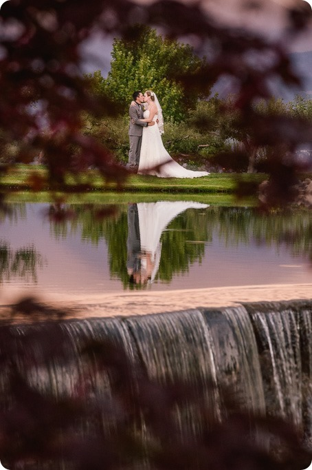 Kelowna-wedding-photographer_Harvest-Golf-Club_colourful-decor-theme_40639_by-Kevin-Trowbridge