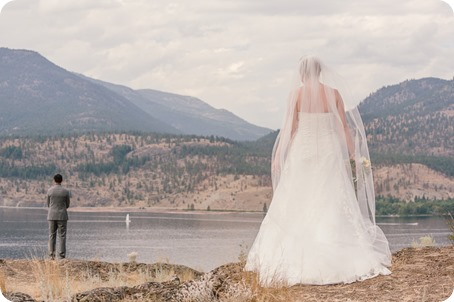 Kelowna-wedding-photographer_Harvest-Golf-Club_colourful-decor-theme_49243_by-Kevin-Trowbridge