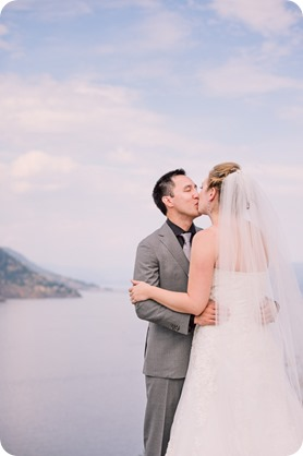 Kelowna-wedding-photographer_Harvest-Golf-Club_colourful-decor-theme_49277_by-Kevin-Trowbridge