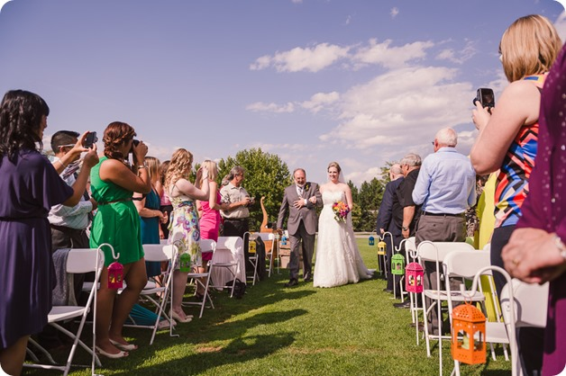 Kelowna-wedding-photographer_Harvest-Golf-Club_colourful-decor-theme_49748_by-Kevin-Trowbridge