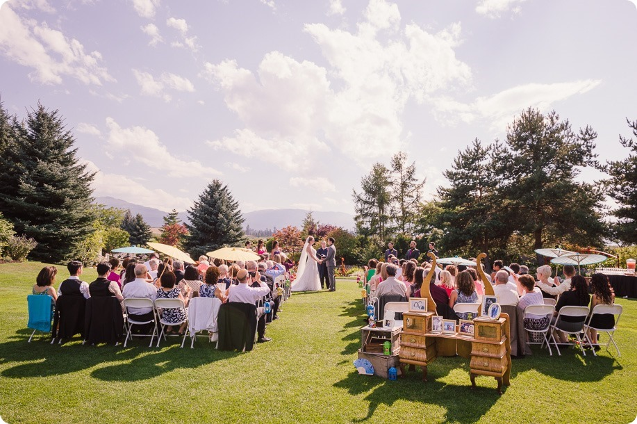 Kelowna-wedding-photographer_Harvest-Golf-Club_colourful-decor-theme_49804_by-Kevin-Trowbridge