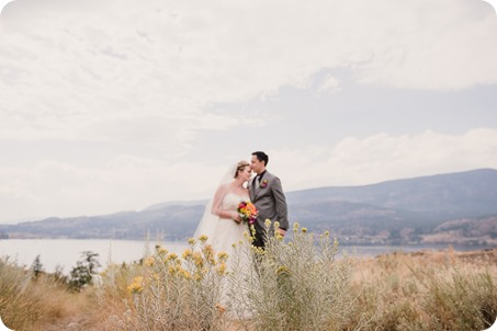 Kelowna-wedding-photographer_Harvest-Golf-Club_colourful-decor-theme_83723_by-Kevin-Trowbridge