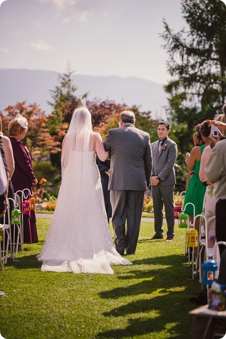 Kelowna-wedding-photographer_Harvest-Golf-Club_colourful-decor-theme_84027_by-Kevin-Trowbridge