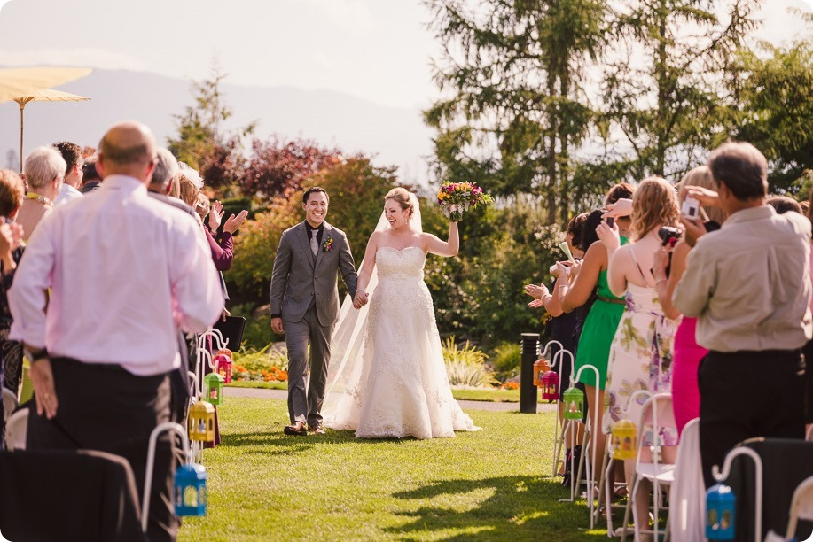Kelowna-wedding-photographer_Harvest-Golf-Club_colourful-decor-theme_84213_by-Kevin-Trowbridge