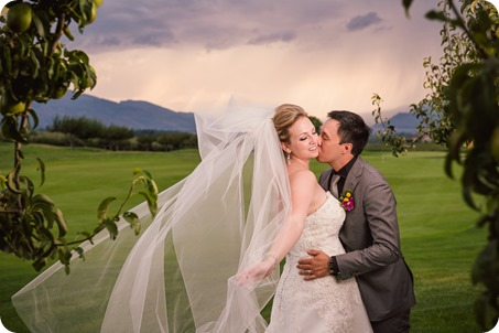 Kelowna-wedding-photographer_Harvest-Golf-Club_colourful-decor-theme_84448_by-Kevin-Trowbridge