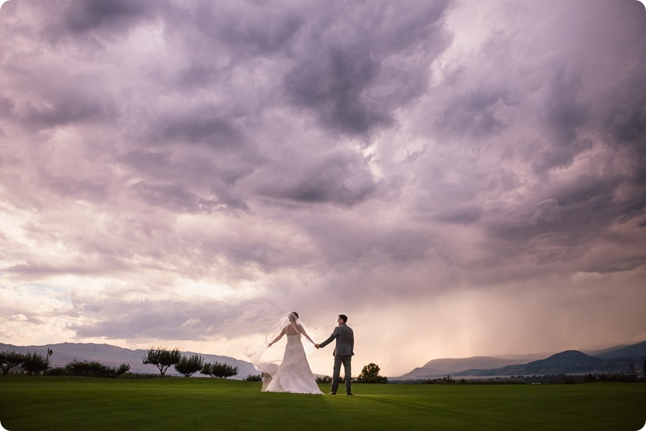Kelowna-wedding-photographer_Harvest-Golf-Club_colourful-decor-theme_84506_by-Kevin-Trowbridge-2
